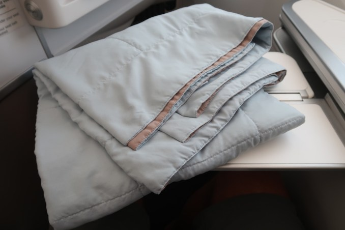 AIR FRANCE B787 BUSINESS CLASS: BLANKET