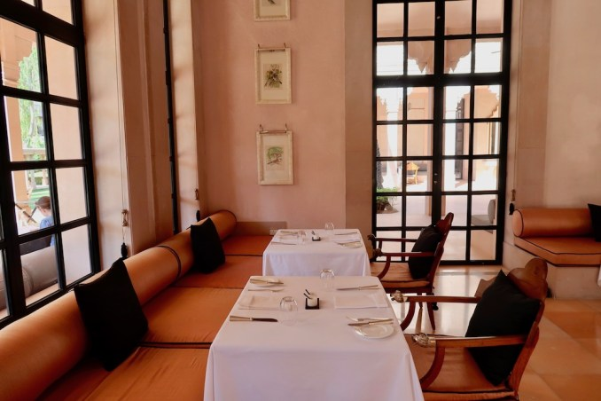 AMANBAGH: DINING ROOM