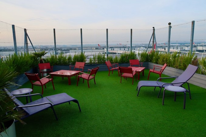 VIRGIN ATLANTIC CLUBHOUSE AT LONDON HEATHROW: OBSERVATION DECK
