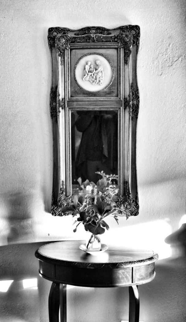 I love this beautiful mirror...