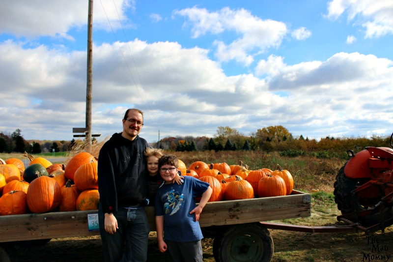 My perfect pumpkin picking family.