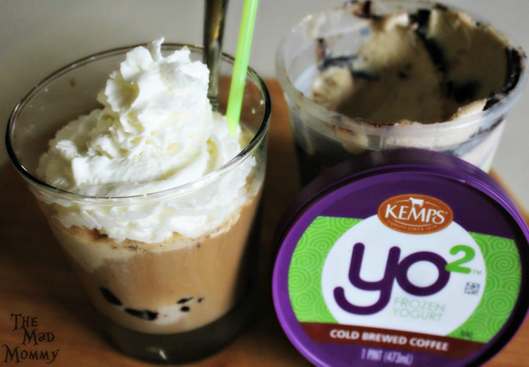 Indulge yourself and enjoy a Cold Brewed Coffee Float featuring Kemp's Yo² Frozen Yogurt! #Sponsored #Yo2 #ItsTheCows