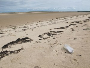 Throwing messages in bottles into ocean still top method of communication for Islanders