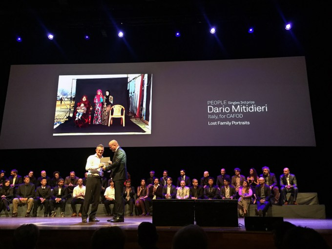 "Dario Mitidieri receives his Award from World Press Photo for his ""Lost Family Portraits"""