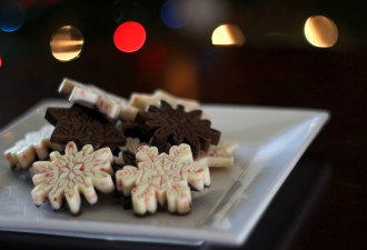 Salted Caramel & Peppermint Hot Cocoa Snowflakes