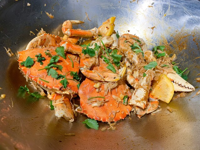 crab in wok