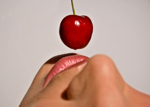lips and cherry © Nfx702 | dreamstime.com