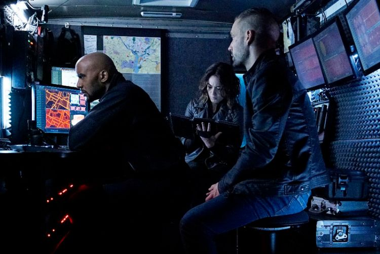 "MARVEL'S AGENTS OF S.H.I.E.L.D. - ""Among Us Hide..."" - The stakes get even higher as Hunter and May continue to go after Ward and Hydra, and Daisy and Coulson begin to suspect that the ATCU may be keeping a big secret from S.H.I.E.L.D., on ""Marvel's Agents of S.H.I.E.L.D.,"" TUESDAY, NOVEMBER 3 (9:00-10:00 p.m., ET) on the ABC Television Network. (ABC/Kelsey McNeal) HENRY SIMMONS, CHLOE BENNET, NICK BLOOD"