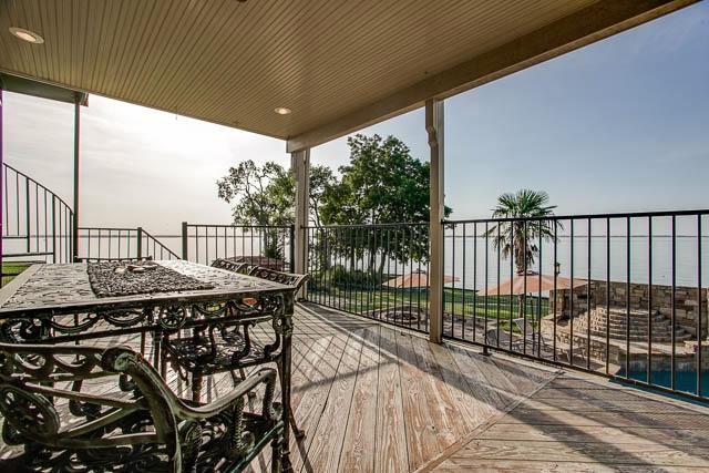 Extravagant Water-front Property in Seabolt
