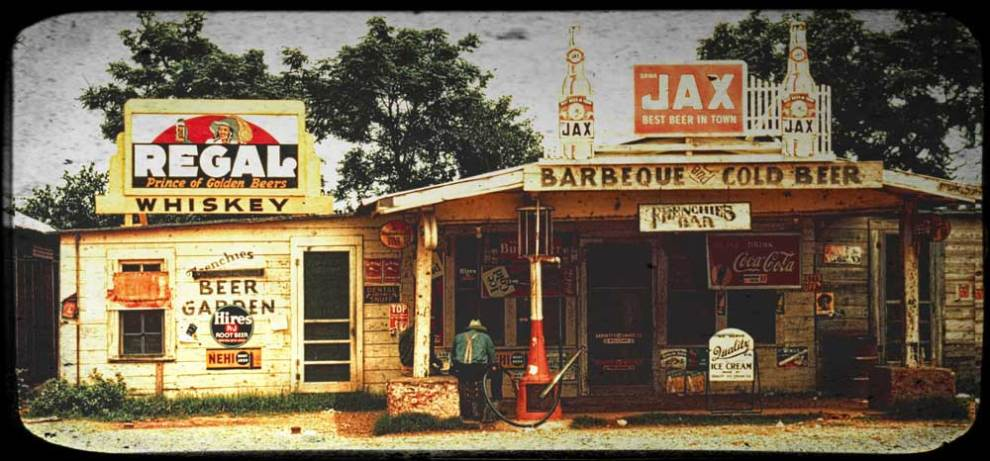 A_cross_roads_store,_bar,_juke_joint,_and_gas_station_in_Melrose,_Louisiana,_1944