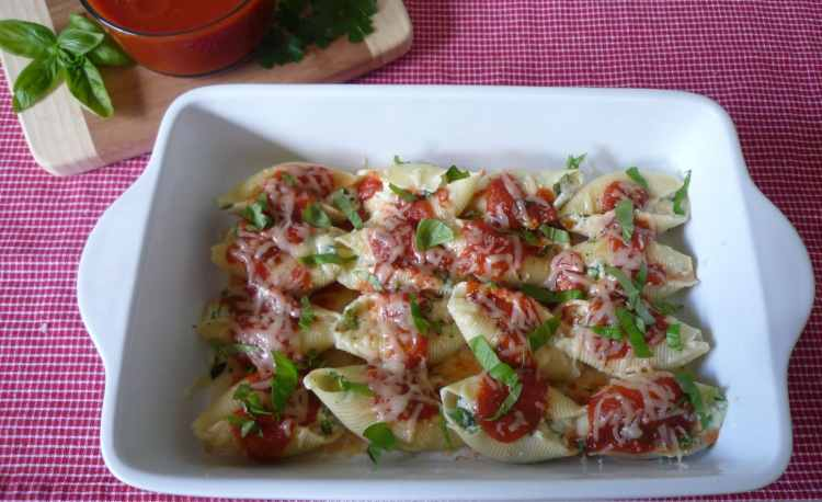 Stuffed #Shells with #Ricotta ,# Arugula , and fresh #Basil