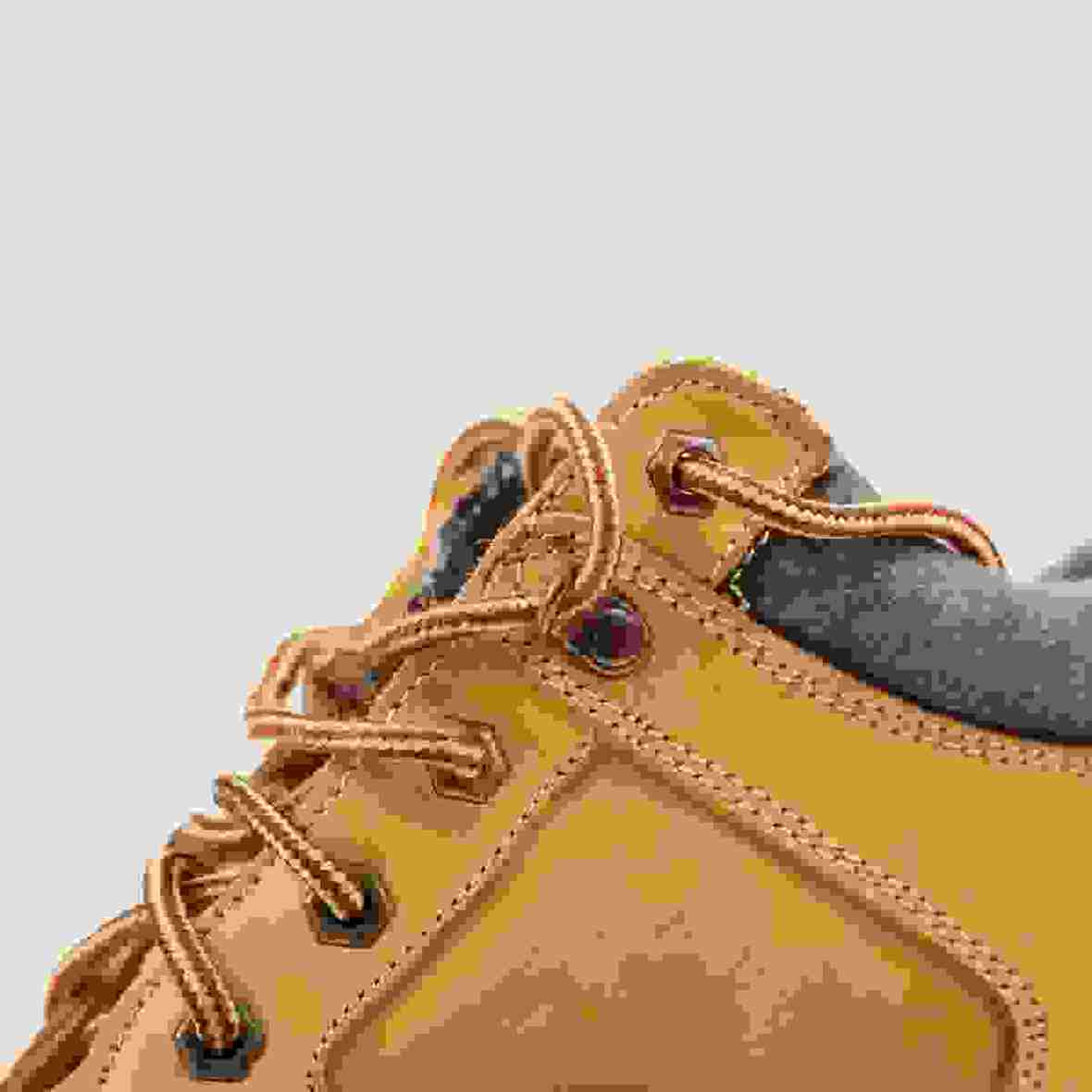 Tracking boots detail