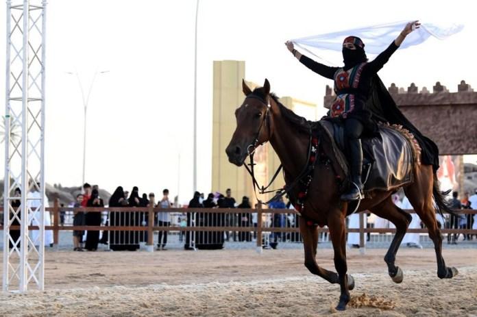 Saudi Women Participate in Souq Okaz Festival - AfricaZine