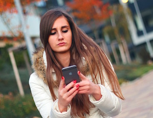 Does your smartphone make you less likely to trust others?