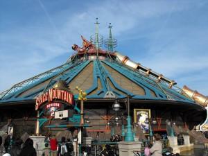 Space_Mountain_at_Disneyland_Paris