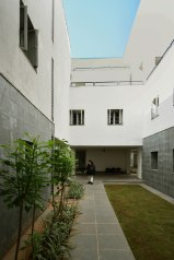 14_CASCADING-TERRACES-OVERLOOKING-COURTYARDS