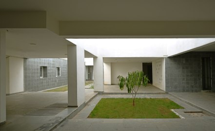 08_COURTYARDS-CREATE-POCKETS-OF-LANDSCAPES-WITHIN-THE-BUILT-FORM