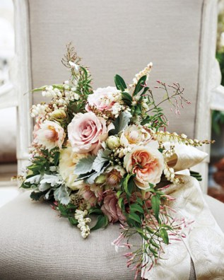 Blake Lively's bouquet for her marriage to Ryan Reynolds consisted of pink jasmine, andromeda, dusty miller, and blushing bride hydrangea