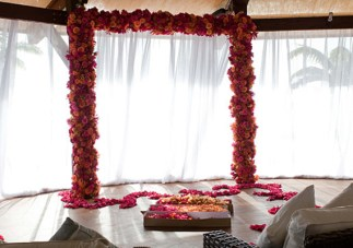 Nick Lachey and Vanessa Minnillo got married underneath an altar covered in flowers