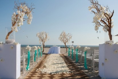 Beach ceremony setting {via weddingwindow.com}