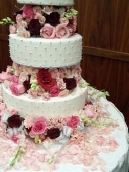 Wedding cake inspiration {via desiweddingaffair.wordpress.com}