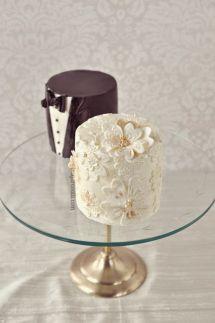 Bride and groom mini cakes {via colincowieweddings.com}