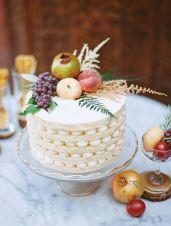 Naked layered cake {via stylemepretty.com}