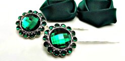 Emerald-green hair pins - www.etsy.com/shop/TheButtonSisters