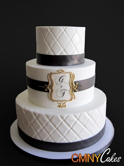 Black  white and gold wedding cake inspiration  via cmnycakes com     Black  white and gold wedding cake inspiration  via cmnycakes com