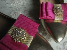 Fuchsia and gold shoe clips - www.etsy.com/shop/WhiteBridalBoutique