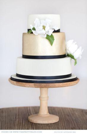 Navy and gold wedding cake {via theprettyblog.com}