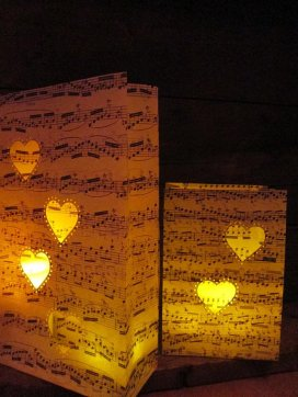 Heart sheet music luminaries - www.etsy.com/shop/Oldendesigns