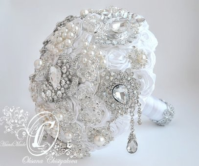White and silver brooch bouquet - www.etsy.com/shop/Chistyakova