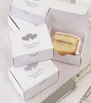 'To go' boxes for the wedding cake {via alibaba.com}