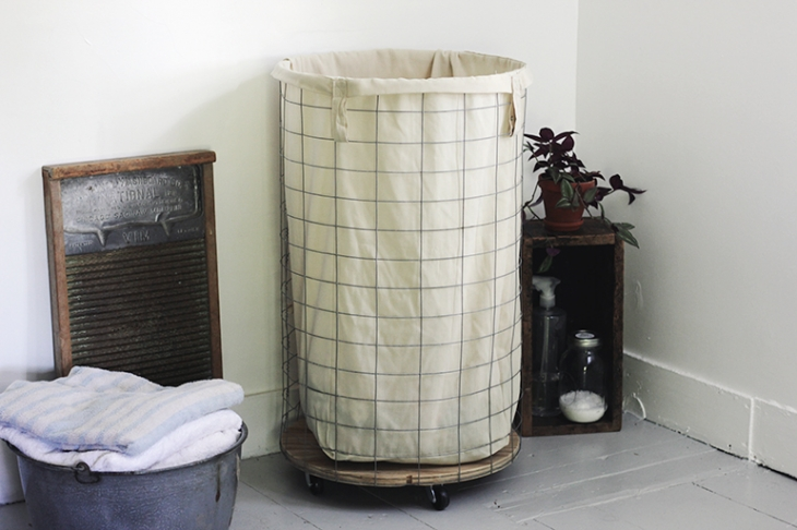 DIY Wire Laundry Hamper @themerrythought farmhouse chic decor ideas