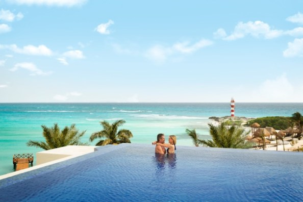 Infinity pool at Hyatt Ziva Cancun's adult-only section, Turquoize (by TheMexicoReport.com)