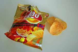 Lays Hot Chili Squid potato chips