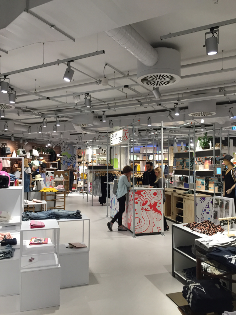 urban-outfitters-milan-themcj