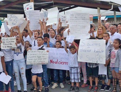 June 3 protest against government threat to close school in Yabucoa, Puerto Rico.