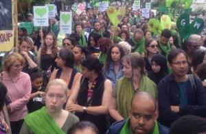 Londres: marcha conmemora desastre en Torre Grenfell