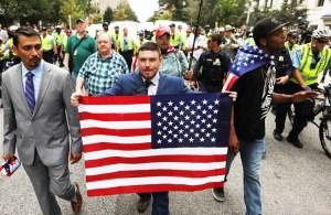 Protesta derechista en Washington, agosto 12. Hay poco apoyo a fascistas en la clase obrera. La meta de la histeria liberal es mantener a los trabajadores atados al Partido Demócrata.