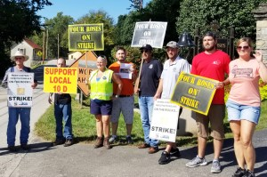 United Food and Commercial Workers members picket at Four Roses distillery Sept. 14. During two-week strike unionists won solidarity, pushed back company's divisive two-tier plan.