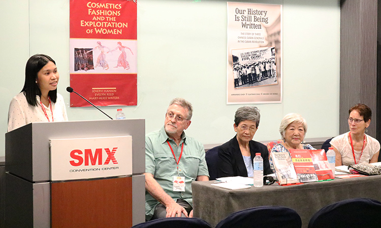 Sept. 15 meeting at Manila International Book Fair. From left, Shaira Mae Embate, active in defense of women's rights and Cuban Revolution; chair Ron Poulsen; Teresita Ang See, founder of Chinese Heritage Center; Ana Maria Nemenzo, Philippines-Cuba Cultural and Friendship Association; and Mary-Alice Waters, leader of Socialist Workers Party and president of Pathfinder Press.