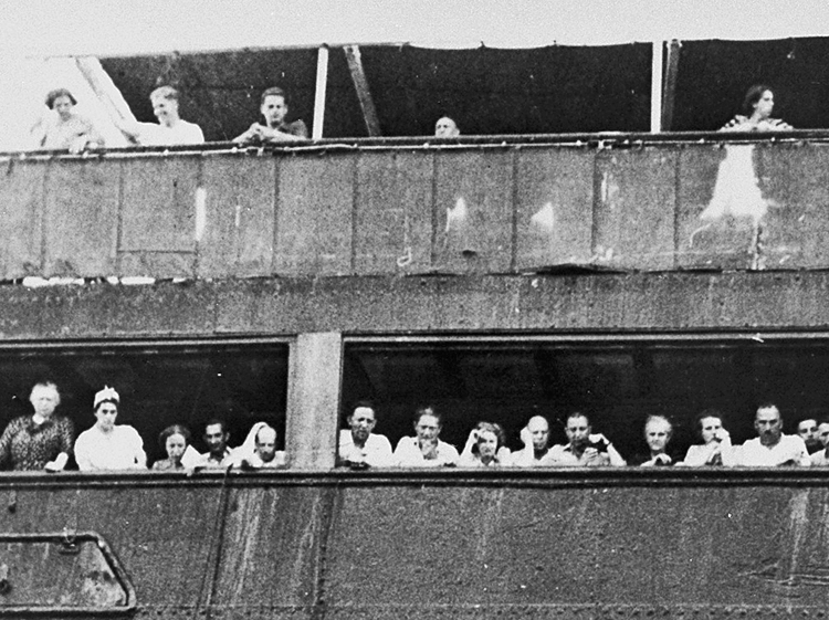 """Fleeing Nazi terror, over 900 Jewish refugees on ship St. Louis in 1939. Imperialist """"democratic"""" governments in Washington and Ottawa refused asylum, forcing refugees back to Europe."""