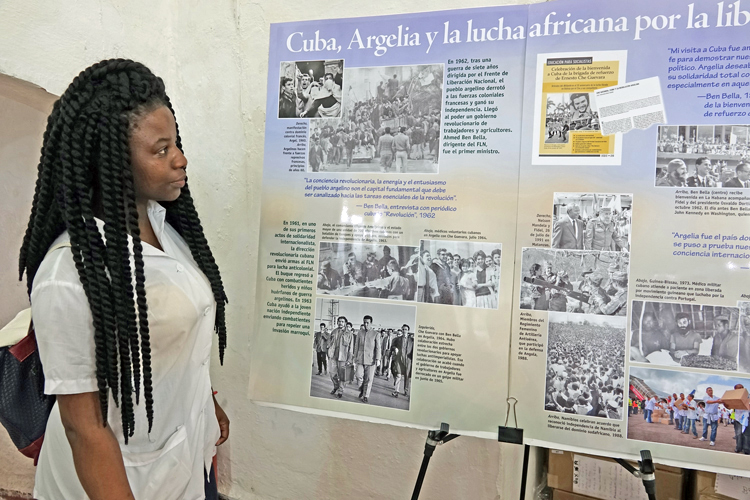 """""""Cuba, Algeria and the African Freedom Fight"""" was one of the most popular displays at Pathfinder Books stand at Havana book fair. Pathfinder publishes several titles that take up this theme, two of which are excerpted in the accompanying article """"The Algerian Revolution and its impact on popular struggles in Africa, worldwide""""."""