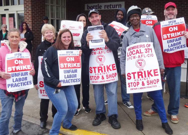 Workers picket Stop & Shop in Bridgeport, Connecticut, April 20. Strike took on company moves to widen divisions between full- and part-time workers, hike health insurance costs.