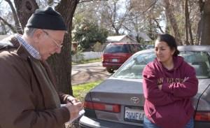 Bianca Alvarado, derecha, con Jeff Powers en Chico, California, en febrero, después que un incendio, causado por el desdén a la seguridad de los patrones de PG&E, destruyera Paraíso.