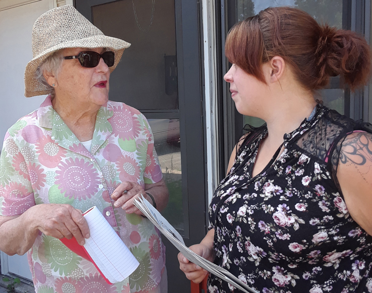 Helen Meyers, left, SWP candidate for St. Paul City Council, talks with Patrisha Castilleja, store worker, in Amery, Wisconsin, Aug. 17. Meyers pointed to Kentucky miners fight for back pay.