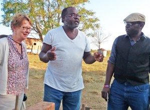 Farmer Willie Head, center, meets with Alyson Kennedy, SWP 2016 candidate for president and Malcolm Jarrett, SWP candidate for Pittsburgh City Council, Oct. 2 in Pavo, Georgia.