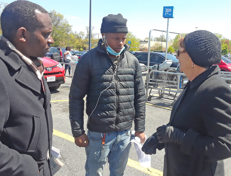 "SWP candidates Malcolm Jarrett and Alyson Kennedy with Walmart worker Carlos Branch, center, in Washington, D.C. ""Workers need to organize to defend themselves,"" Kennedy said."